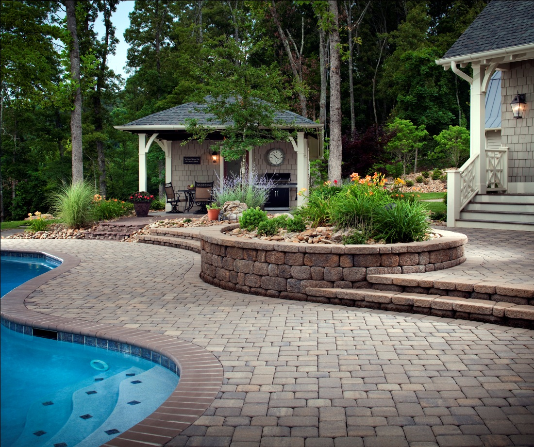 Walls outdoor living by belgard for Outside landscape